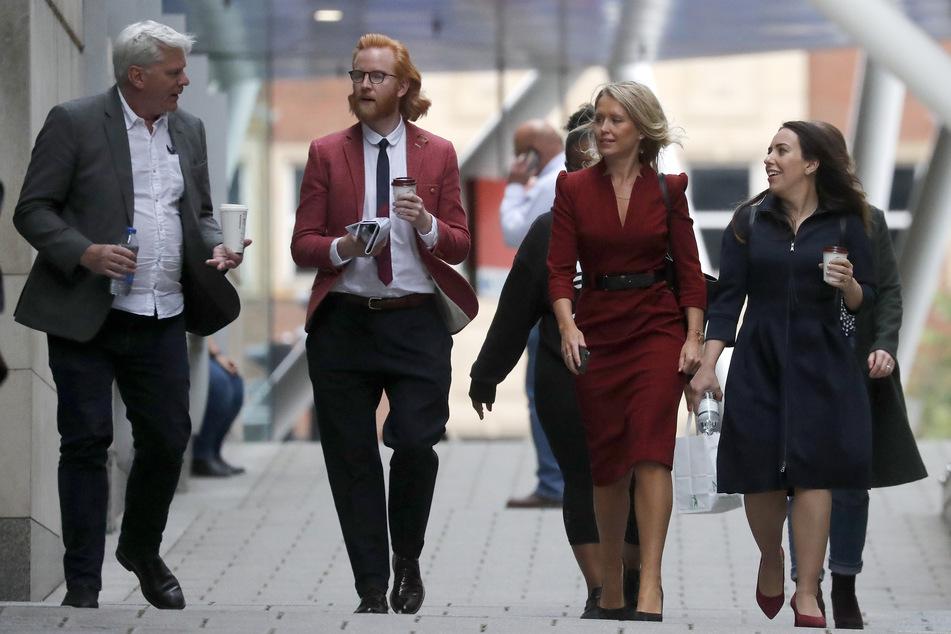 London: Kristinn Hrafnsson (l-r) aus Island, Chefredakteur von WikiLeaks, Joseph Farrell, Wikileaks-Botschafter, Jennifer Robinson, Anwältin von Julian Assange, und Assanges Freundin Stella Moris gehen zum Gericht.