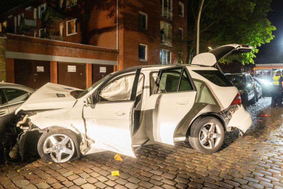 Der Fahrer dieses SUV verursachte den Unfall in Hamburg-Altona.