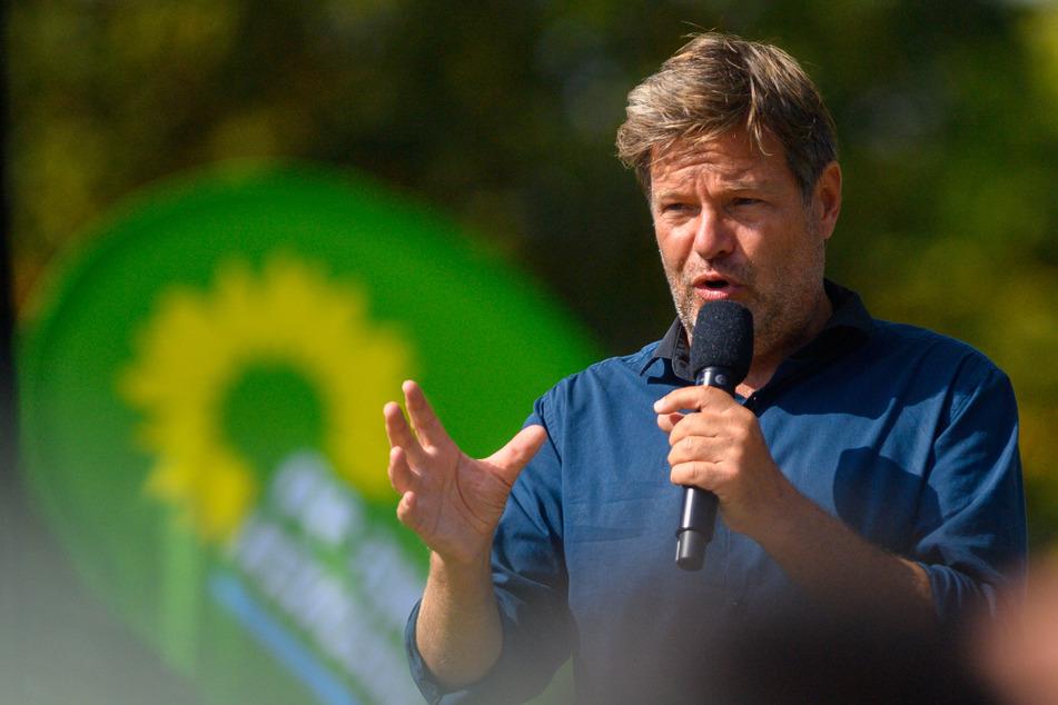 Grünen-Chef Robert Habeck (52) konnte seine Rede in Maulbronn trotz der heftigen Widerstände zu Ende bringen. (Archivbild)