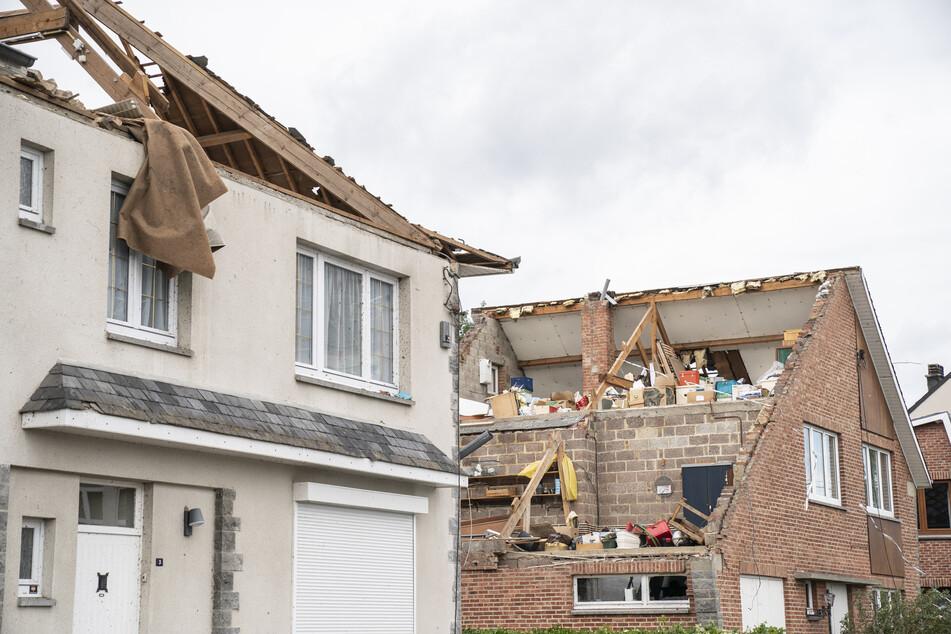 Zwei Häuser sind nachdem ein Tornado, der in der Nacht durch Beauraing fegte, abgedeckt.
