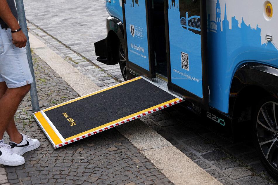 Die Busse weisen einige technische Finessen auf, so zum Beispiel eine automatische Rampe für Rollstühle.