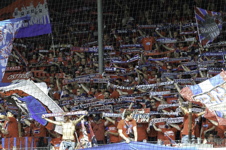 Der 1. FC Heidenheim lässt zu seinem ersten Heimspiel in der kommenden Zweitliga-Saison bis zu 9000 Zuschauer zu. (Archivbild)