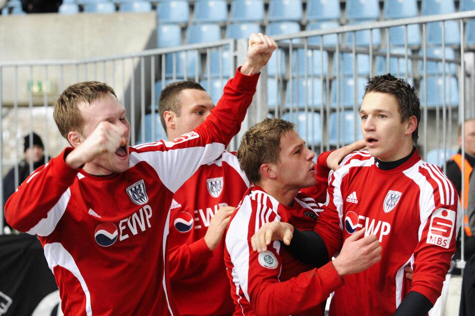 Guido Kocer (32, 2.v.r.) stieg 2010 gemeinsam mit Daniel Frahn (33, r.) und dem SV Babelsberg 03 aus der Regionalliga Nord in die 3. Liga auf.