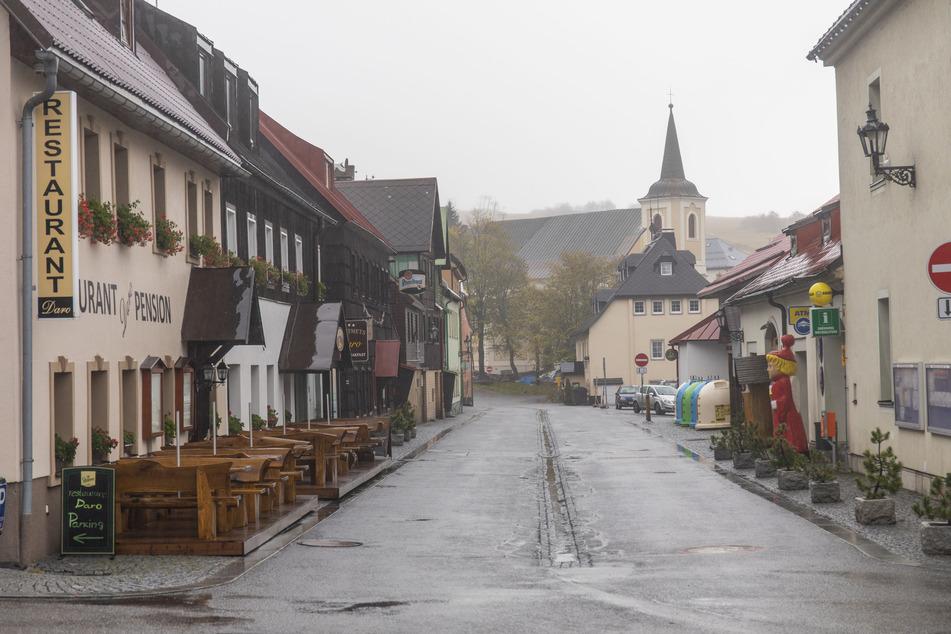 Auch in Boží Dar, nahe Oberwiesenthal, steht das Leben nahezu still. Restaurants und Bars sind auch hier geschlossen.