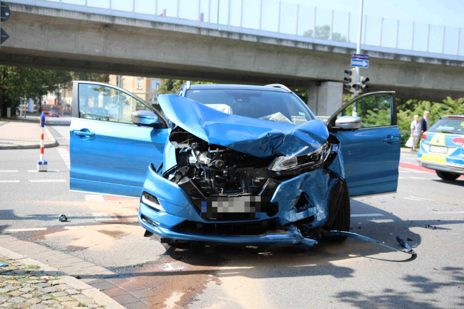 Den genauen Unfallhergang ermittelt aktuell die Polizei vor Ort.