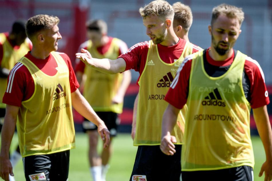 Grischa Prömel (l-r), Marvin Friedrich und Florian Hübner nehmen an einer Trainingseinheit teil.
