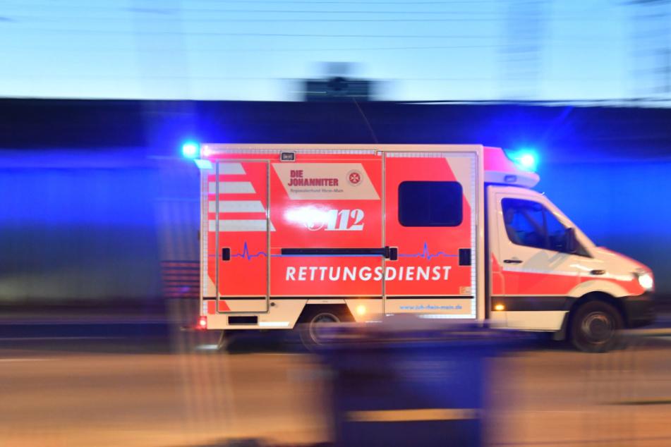 Lieferwagen kracht in Linienbus: ein Toter, ein Schwerverletzter