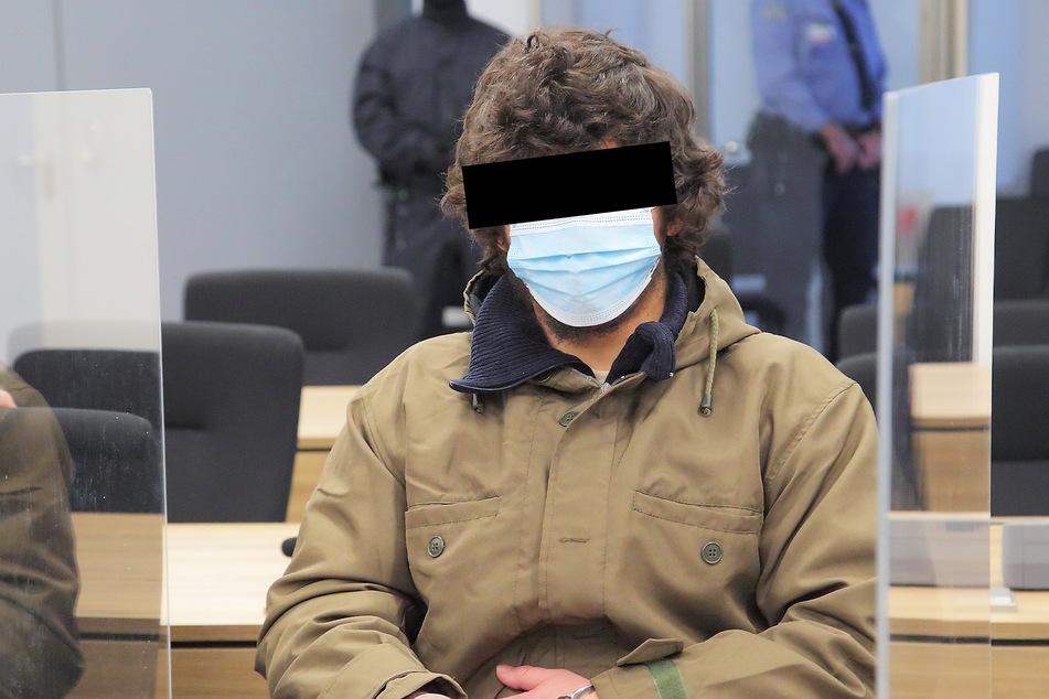 Abdullah A. H. H. (21) muss sich seit mehreren Wochen vor Gericht für seine Taten verantworten.