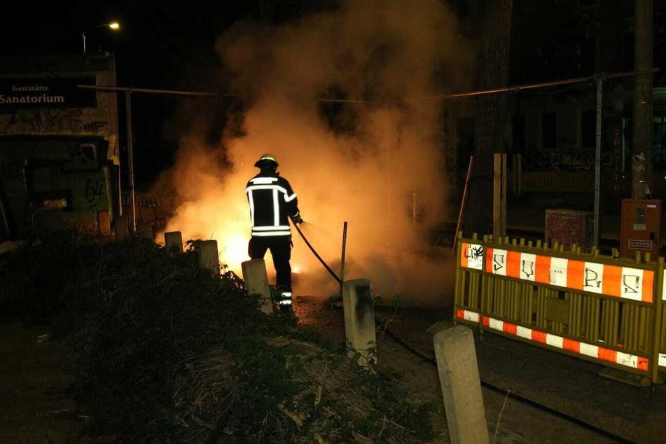 Baustellenabsperrung angezündet: Schon wieder brennt es in Connewitz