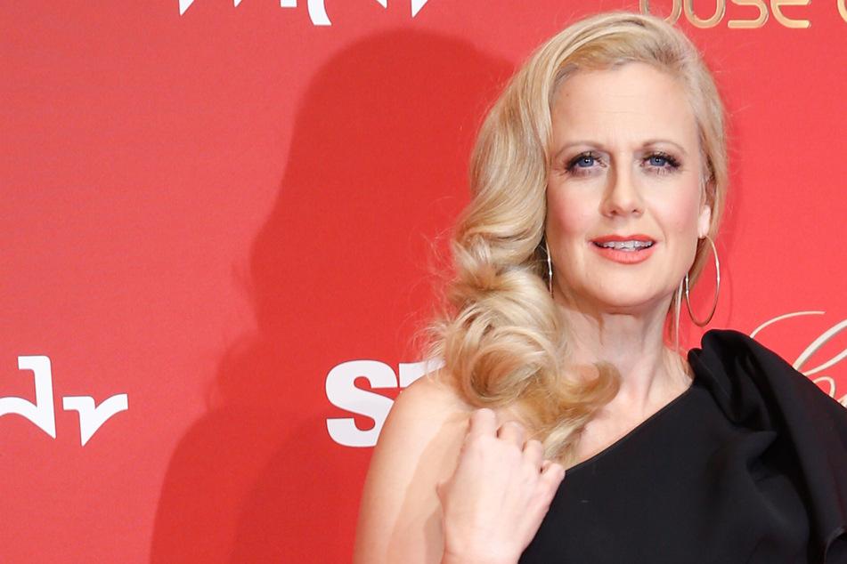 Barbara Schöneberger treibt es bunt! Was hat sie nur mit ihren Haaren gemacht?