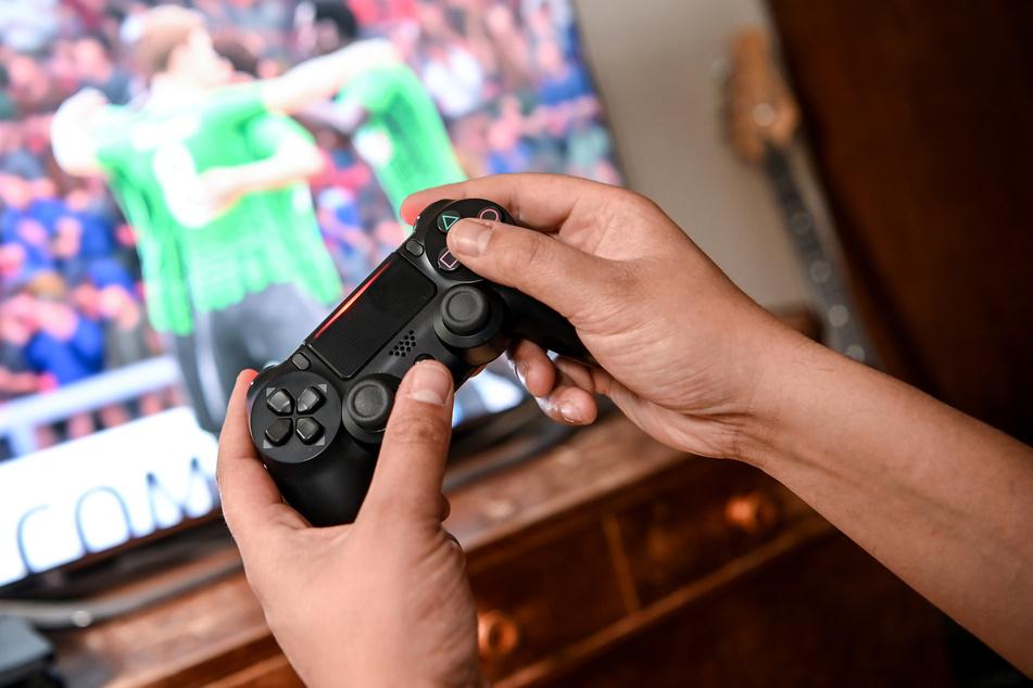 Während der Corona-Pandemie verbringen Kinder und Jugendliche mehr Zeit mit ihren Smartphones oder Videospielen.