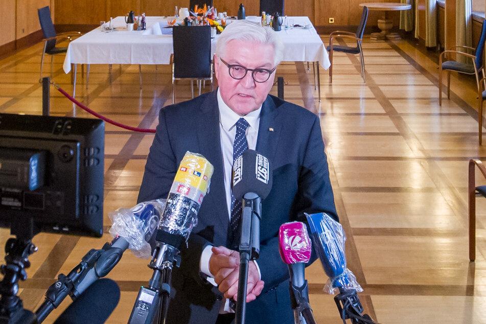 Bundespräsident Frank-Walter Steinmeier macht sich Sorgen wegen Corona-Leugnern, die den Bundestag immer aggressiver bedrängen.