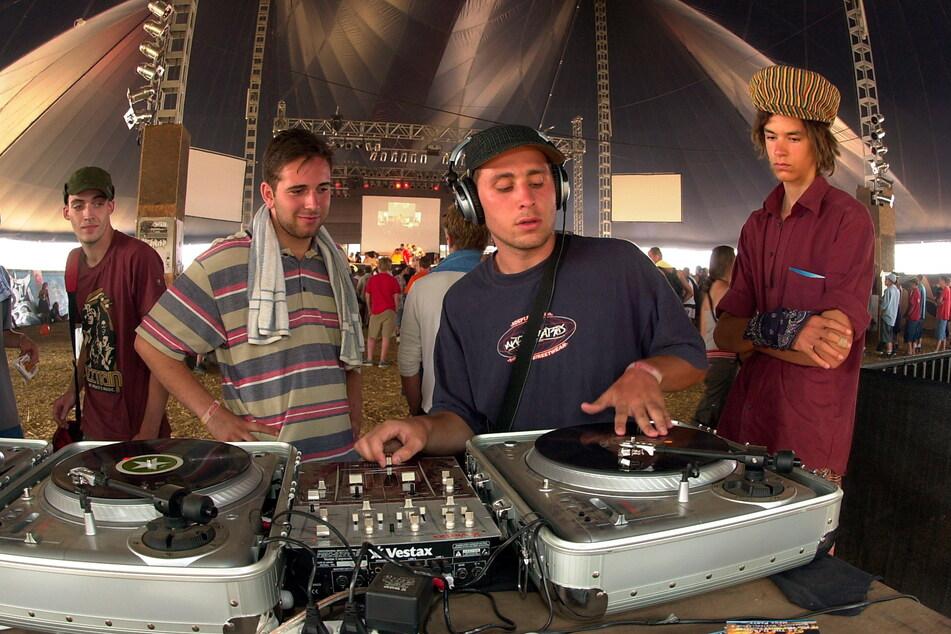 """Wer ist der Meister der Schallplatten? """"DJ Championship""""-Wettbewerb auf dem """"Splash"""", 2003."""