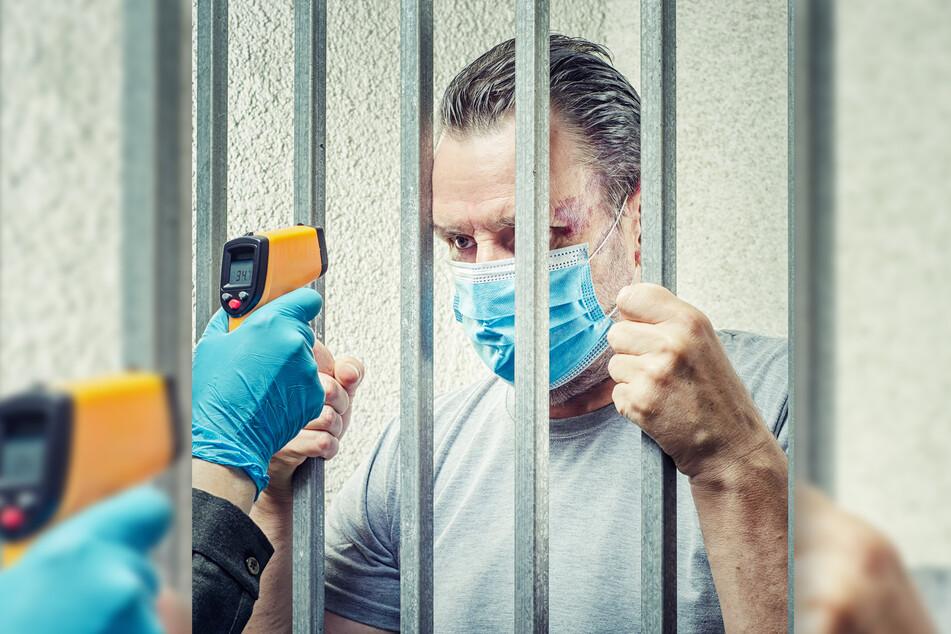Fieberkontrolle für Gefangene. Große Corona-Ausbrüche in den Anstalten wurden vermieden. (Symbolbild)