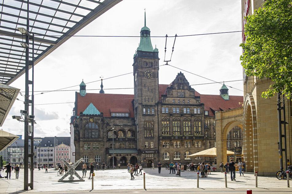Politikerinnen im Rathaus Chemnitz fordern eine Fortschreibung des Gleichstellungs-Aktionsplans für öffentliche Bauten.