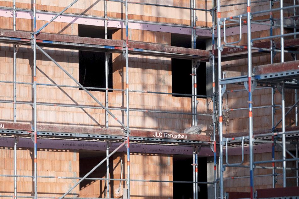 Baugerüste für eine halbe Million Euro geklaut: Bande vor Gericht