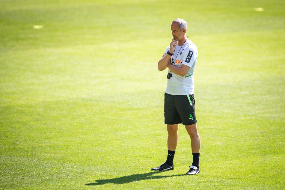 Fohlen-Coach Adi Hütter (51) hat sich schon seine Gedanken gemacht, was genau er von den Spielern im Trainingslager sehen möchte.