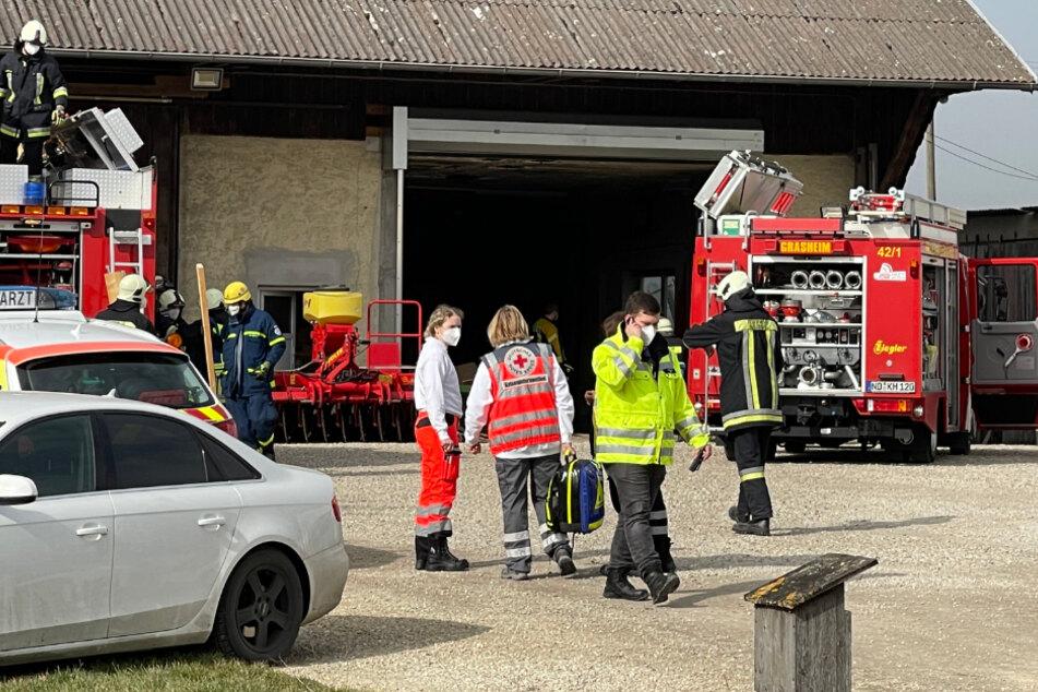 Drama auf Bauernhof: Mann unter mehreren Tonnen Getreide begraben!