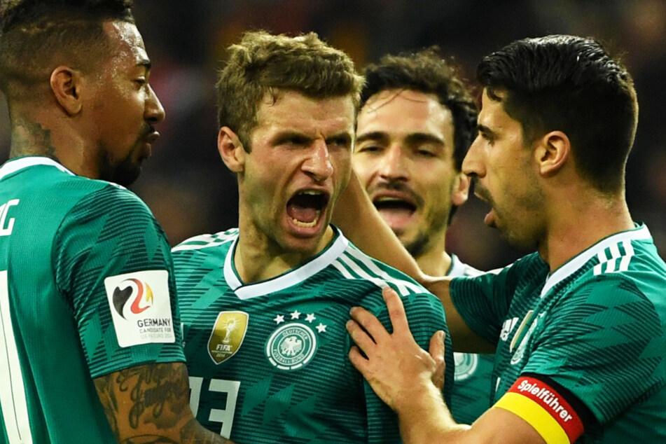 Jérôme Boateng (32; l.) Thomas Müller (31; 2.v.l.) und Mats Hummels (31; 2.v.r.) sind in den Köpfen vieler mit DFB-Erfolgen verbunden. Doch auch sie hatten ihre Schwächephasen.