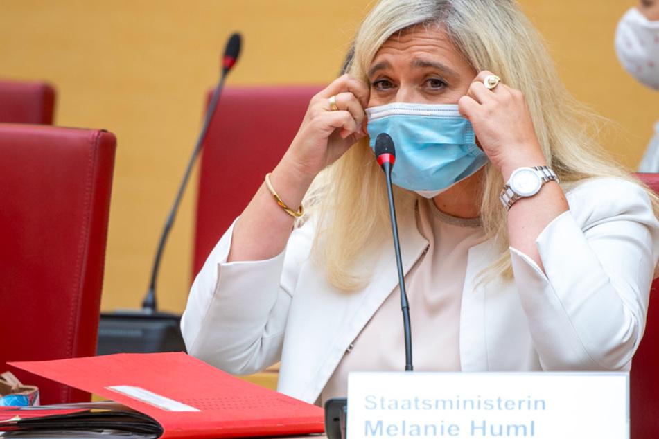 Melanie Huml (CSU), Staatsministerin für Gesundheit und Pflege, nimmt an einer Sondersitzung des Gesundheitsausschuss zur Corona-Testpanne an bayerischen Autobahnen teil.