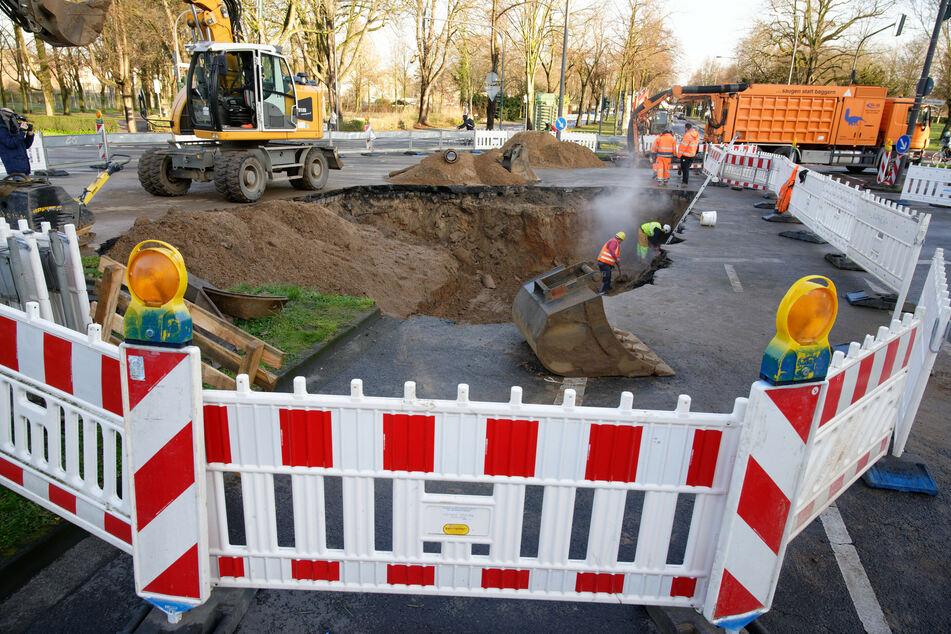 Riesen-Loch in Köln mit 40-Laster-Ladungen gestopft!