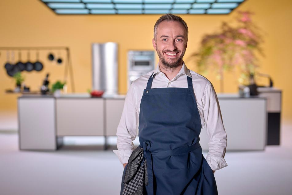 Jan Böhmermann (40) hat kurz vor der Ausstrahlung seiner ersten, eigenen Koch-Show sein Leibgericht verraten und das ist ein deutscher Klassiker.