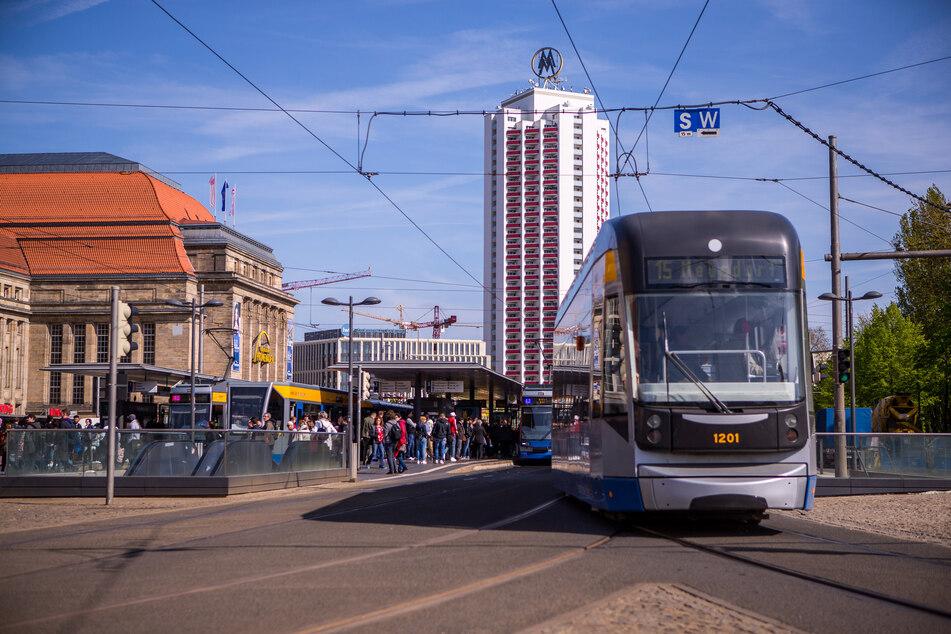 In den Leipziger Straßenbahnen öffnen sich die Türen wegen des Coronavirus ab Sonntag automatisch.