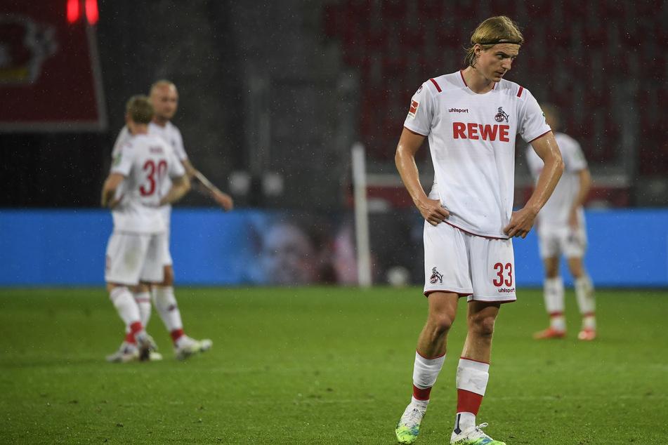 Enttäuschte Kölner nach der Derbyniederlage in Leverkusen.