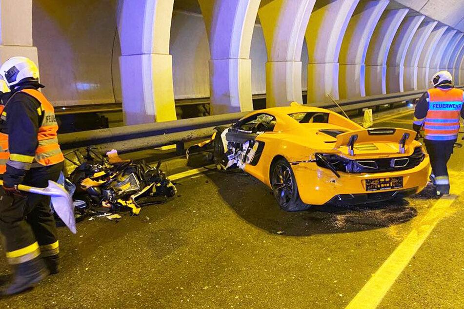 Abgerissene Tür, kein Vorderrad, ein Haufen Edel-Schrott neben dem Auto: Dieser McLaren ist hinüber.