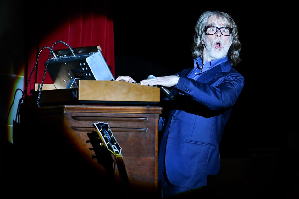"""Im Juli hatte Helge Schneider (66, """"Katzeklo"""") ein Konzert in Augsburg abgebrochen und dafür (ungewollt) Zuspruch aus der Querdenker-Szene erhalten."""