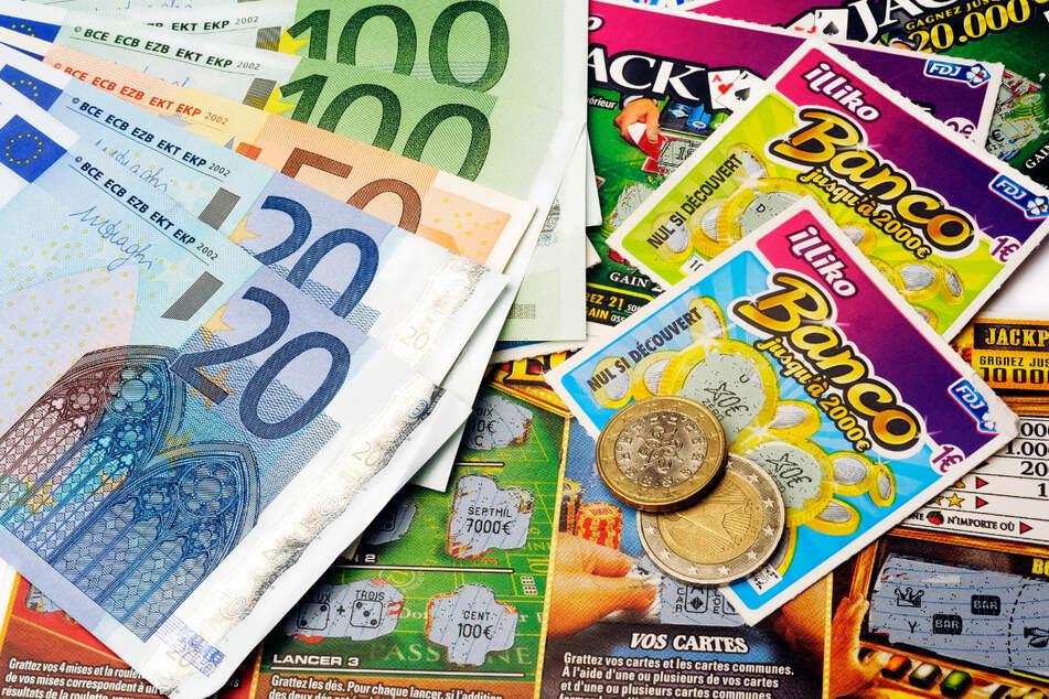 Obdachlose gewinnen mit geschenktem Los 50.000 Euro