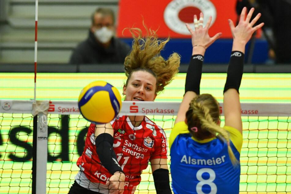 Dresdens Maja Storck im Angriff gegen Lina Alsmeier.