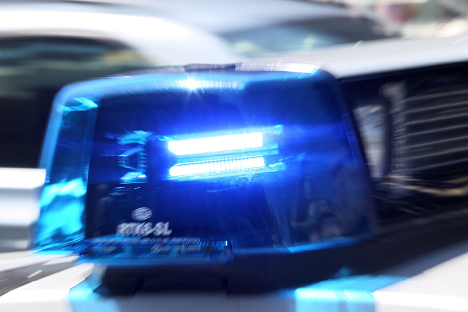 Frau von Auto überrollt und tödlich verletzt