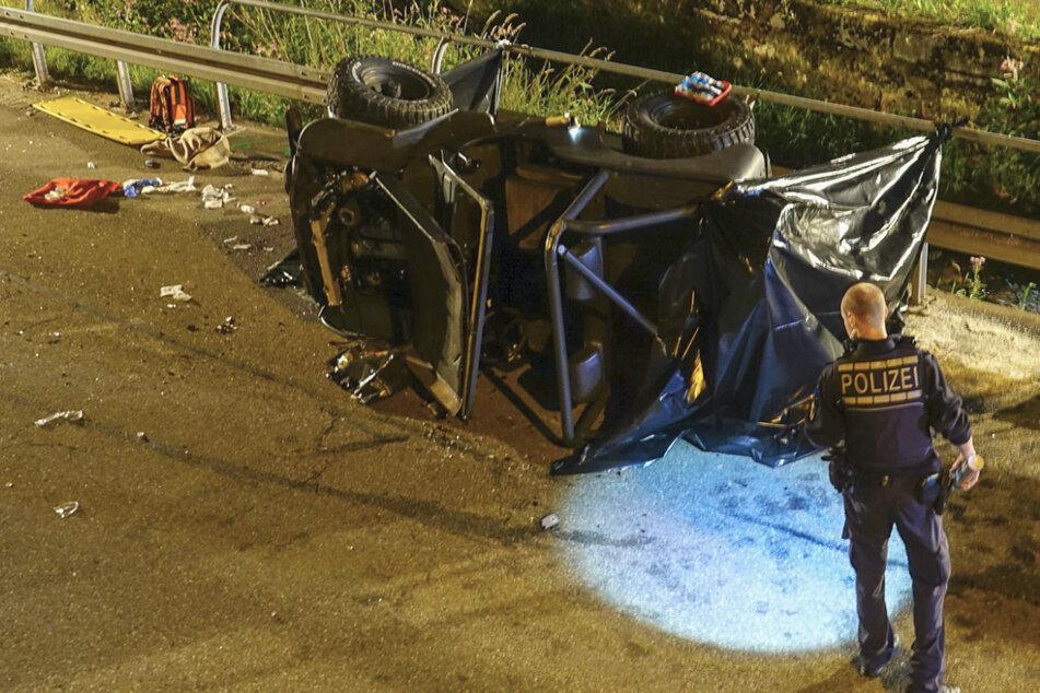 Bei dem Unfall wurden beide Insassen aus dem Wagen geschleudert. Einer überlebte nicht.