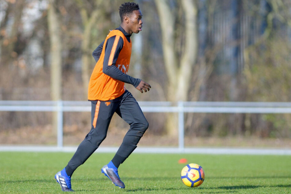 Mohamed Sankoh hat einen langfristigen Vertrag unterschrieben.