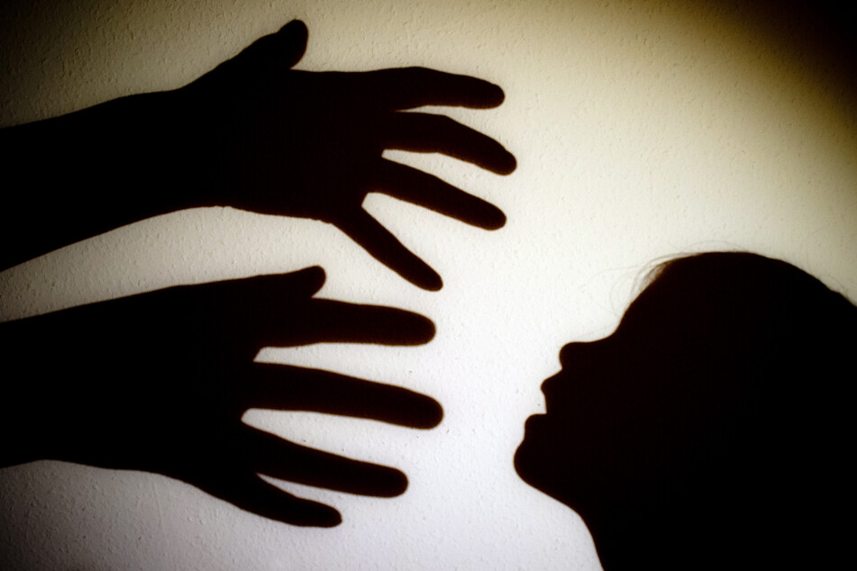 Kinder vor Webcam vergewaltigt und gequält: User geben brutale Anweisungen