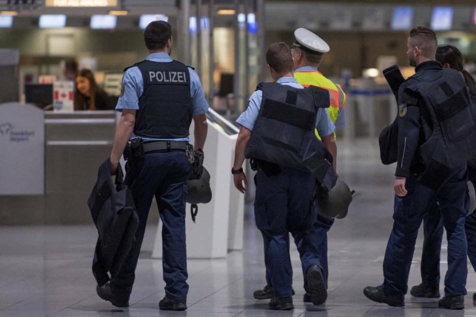 Mutmaßliche IS-Rückkehrerin am Flughafen Frankfurt festgenommen