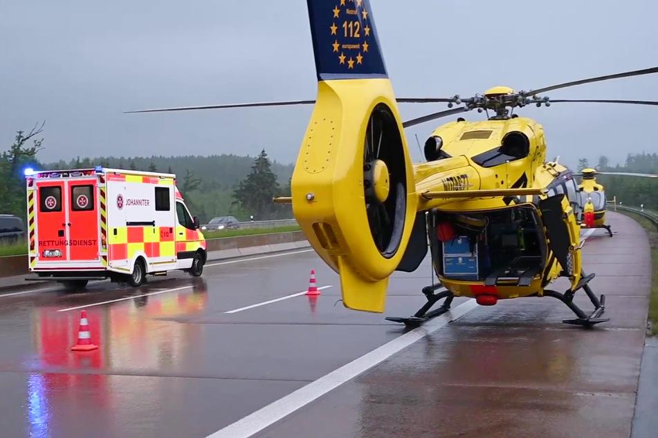Vor Ort waren Hubschrauberbesatzungen, Notärzte, Rettungswagen sowie die Feuerwehren aus Burgau und Günzburg im Einsatz.
