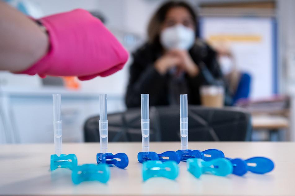 In NRW müssen geimpfte Berufsschüler bald keine Corona-Tests mehr mitmachen. (Symbolbild)