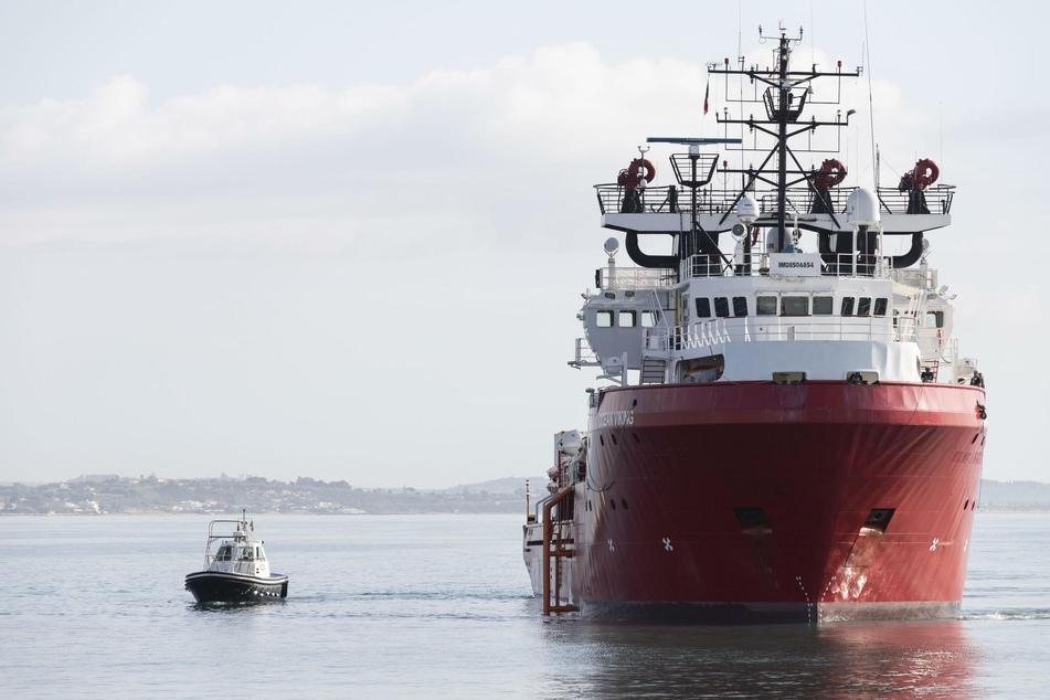 Flüchtlinge im Mittelmeer: Schiff mit 180 Migranten findet keinen rettenden Hafen