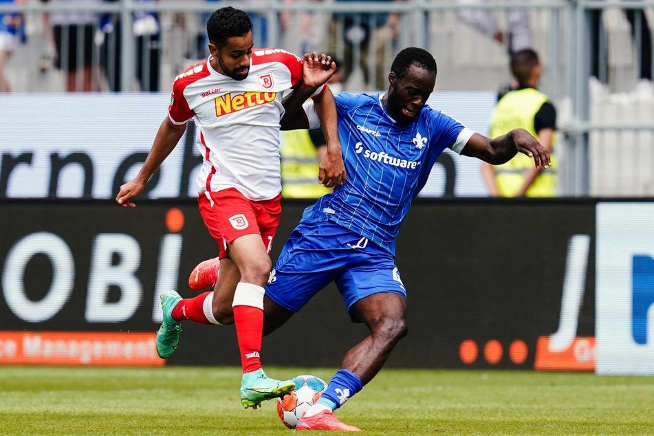 Sarpreet Singh (22, links) hat sich mit dem SSV Jahn Regensburg in dieser Saison in den Vordergrund gespielt.