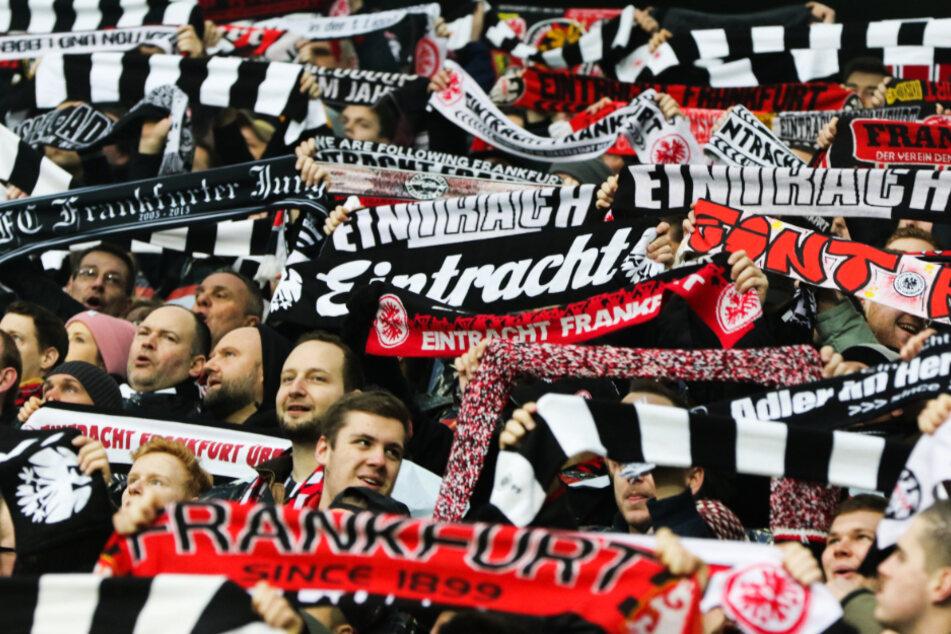 Die Fans von Eintracht Frankfurt konnten sich über einen Sieg ihrer Mannschaft freuen. (Archivbild)