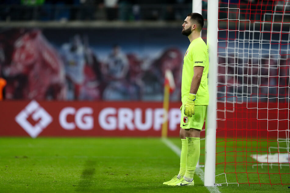 Auf die Menge hinter seinem Rücken wird Augsburgs Torwart Tomas Koubek am Samstag leider verzichten müssen. Die Partie gegen RB Leipzig soll ohne Zuschauer stattfinden.