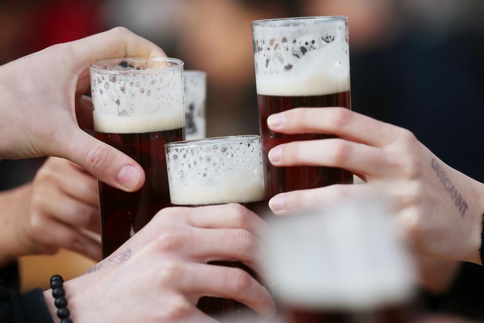 Nach monatelanger Zwangspause dürfen Gastronomen wieder Gäste begrüßen. In einer Bar in Karlsruhe hatte ein Umtrunk einen bitteren Beigeschmack.