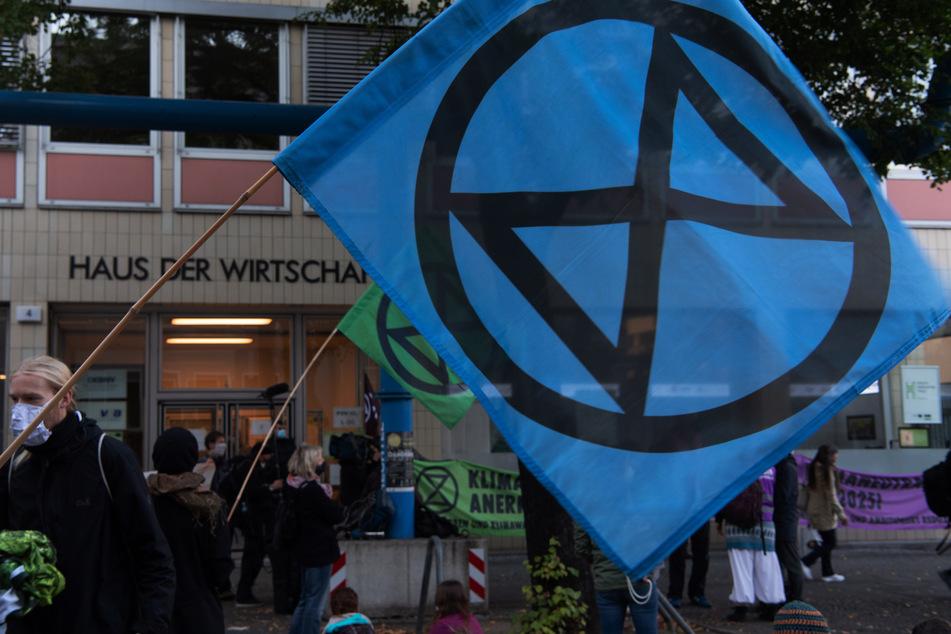 Die Umweltschutzbewegung Extinction Rebellion (XR) startet oft Protestaktionen zum Thema Klima, wie hier vor dem Haus der Wirtschaft in Berlin. (Archiv)