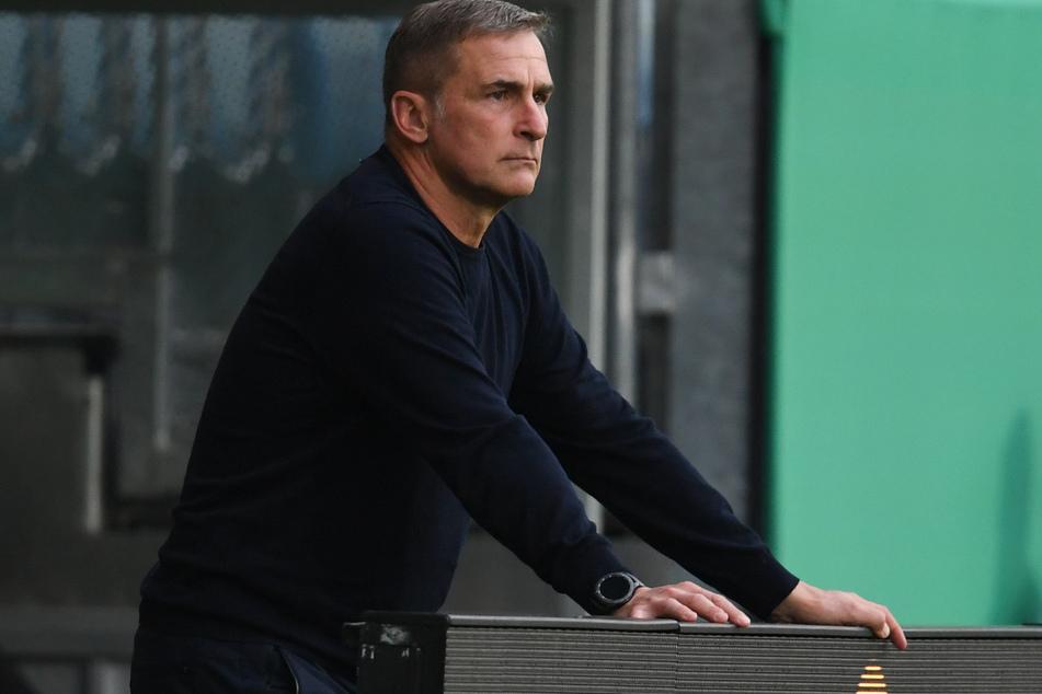 Deutschlands U21-Nationalcoach Stefan Kuntz steht an der Seitenlinie.