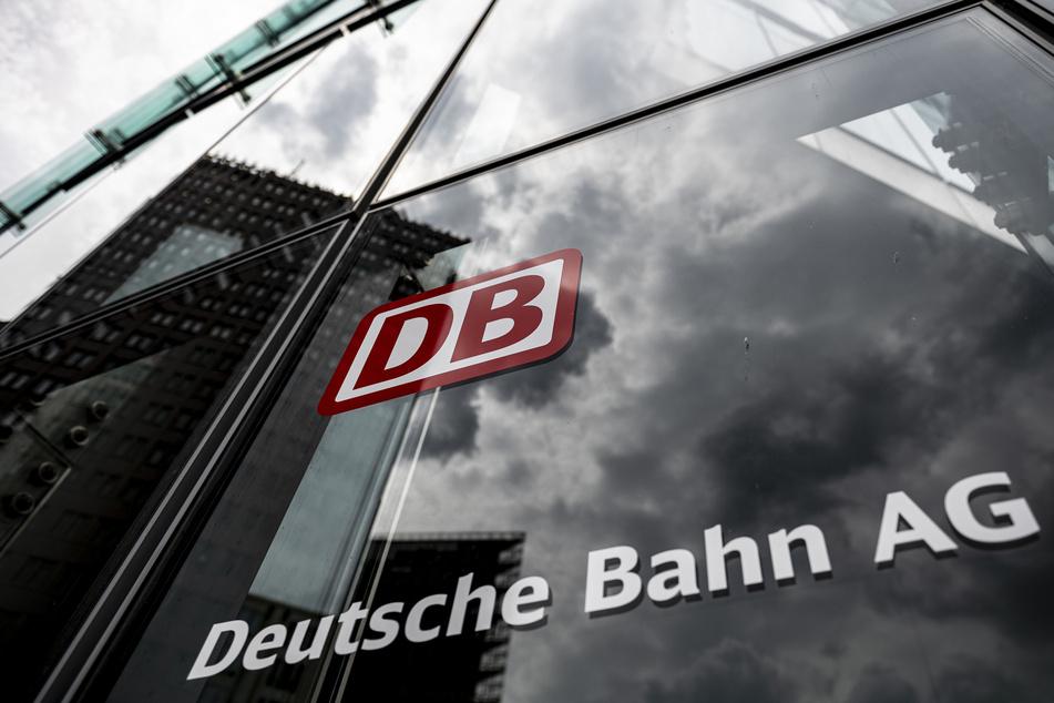 Die Deutsche Bahn rechnet 2020 im laufenden Geschäft mit einem Rekordverlust. Zum Jahresende erwarte man ein Minus von bis zu 3,5 Milliarden Euro vor Zinsen und Steuern (Ebit), kündigte das Bundesunternehmen am Donnerstag an.