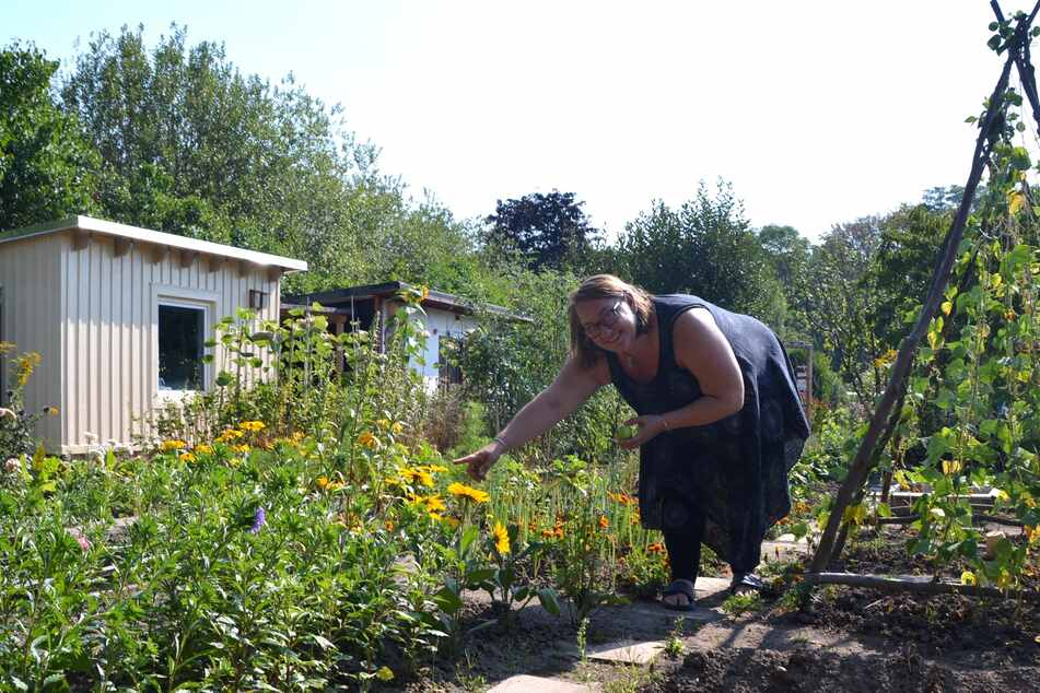 Anna Biedermann (50) ist stolz auf die selbstbepflanzten Beete.