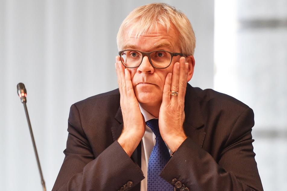 Der damalige Finanzbürgermeister Hartmut Vorjohann (56, CDU) jagte die Planer von der Baustelle.