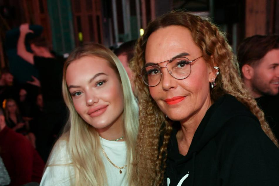 Natascha Ochsenknecht (54, r.) und ihre Tochter Cheyenne Ochsenknecht (20) sind bei dem Pearl Fashion Aperitif im THE REED.